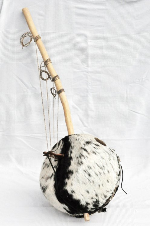 Bato bolon - Bolon stringed instrument